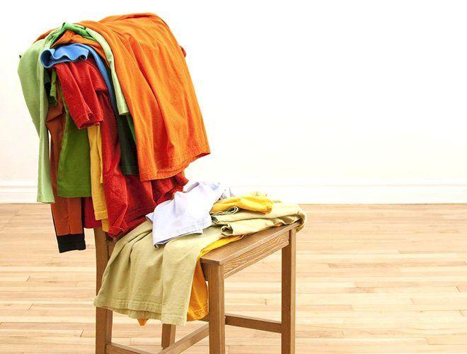Resultado de imagen para silla con ropa