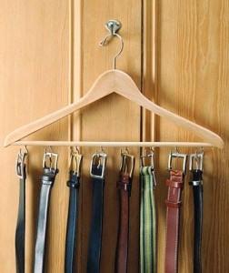 Puedes fabricarte tú mismo una percha para los cinturones, te enseñamos cómo hacerlo.