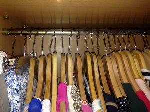 perchas-en-el-armario