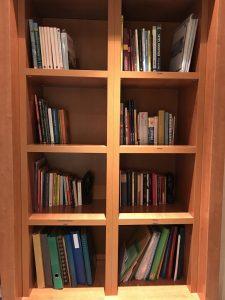 estanteria-libros-ordenados